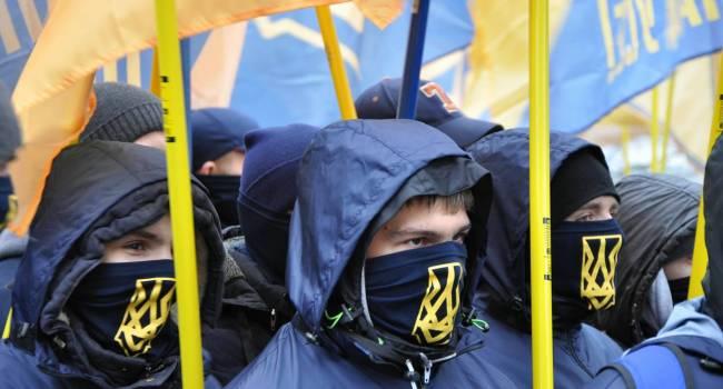 «Предлагают свои услуги партиям и состоятельным людям»: Крюкова заявила, что «Нацкорпус» превратился в «передвижной цирк»