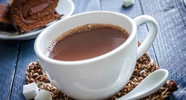 Вместе с овсянкой категорически противопоказано: медики рассказали о пользе и вреде какао