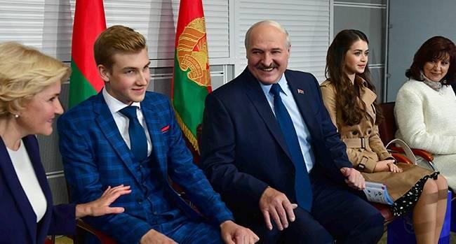 Политолог: Николаю Александровичу Лукашенко через 5 лет будет 20, Лукашенко-старшему осталось продержаться немного