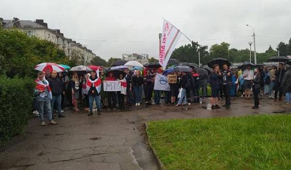 Силовики Минска разогнали участников протеста возле входа на один из заводов