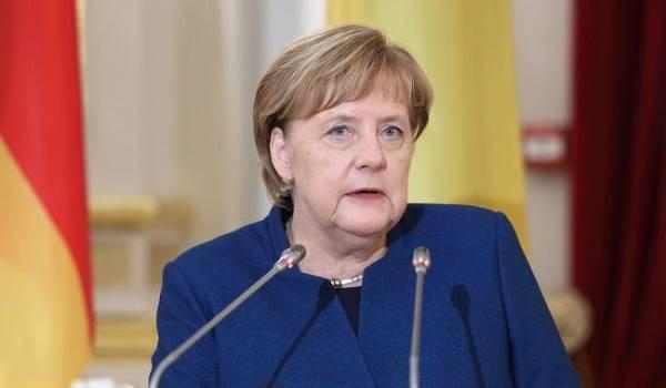 Лукашенко отказался проводить телефонные переговоры с Меркель