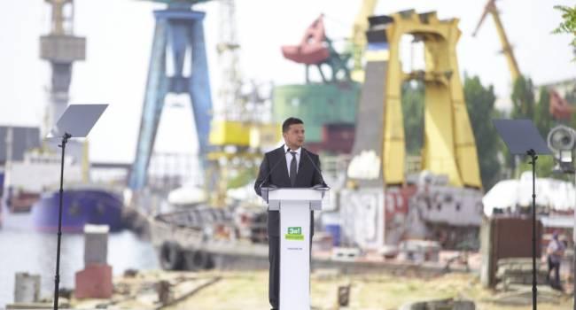 Политолог: судя по фото с региональных поездок президента, Зеленский де-факто выступает в роли агитатора партии «Слуга народа»