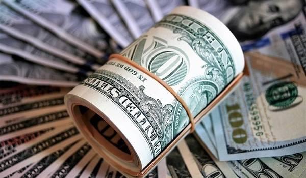 Эксперты: в сентябре не исключено существенное подорожание доллара