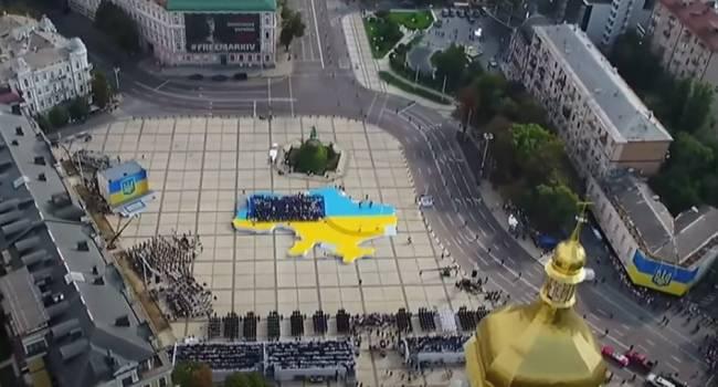 Фото с птичьего полета пустой Софиевской площади на праздновании Дня Независимости – лучший показательно народного доверия