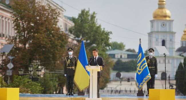 Журналист: Зеленский практически слово в слово повторил выступление Януковича на День Независимости в 2020 году