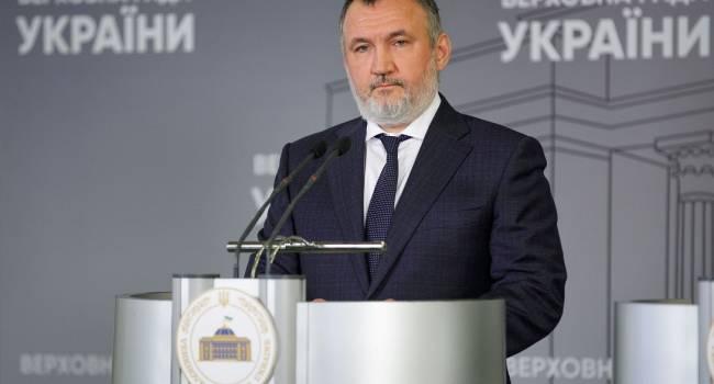 Кузьмин: За 1,2 миллиарда евро «слуги народа» цинично продали иностранцам остатки украинской независимости