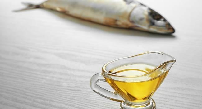 На вкус отвратительный, но полезный: медики объяснили, почему нужно включить рыбий жир в рацион