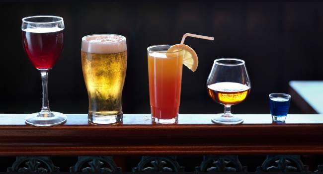 «Обращайте внимание на цвет»: эксперты назвали спиртные напитки, от которых невозможно набрать вес