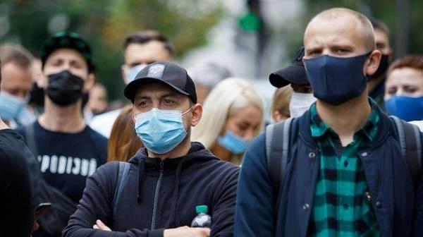 «Приближаются местные выборы»: у Зеленского прокомментировали игнорирование карантина в «красной зоне»