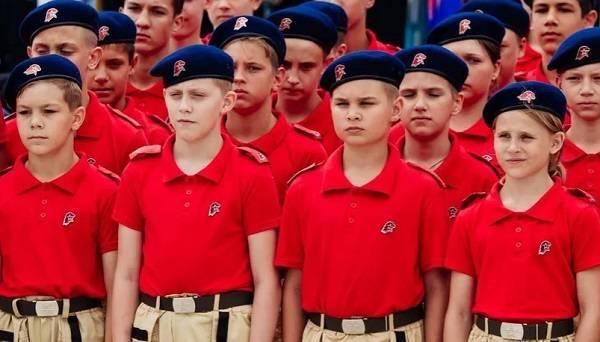 «Из детей делают пушечное мясо для своих войн»: оккупанты «ДНР» не прекращают милитаризацию молодежи