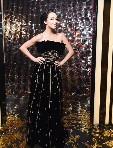 «Прошло около 70 лет с тех пор, как его сшил дизайнер, а оно остается актуальным»: Екатерина Кухар блистала в винтажном черном бархатном платье Dior, покорив сеть