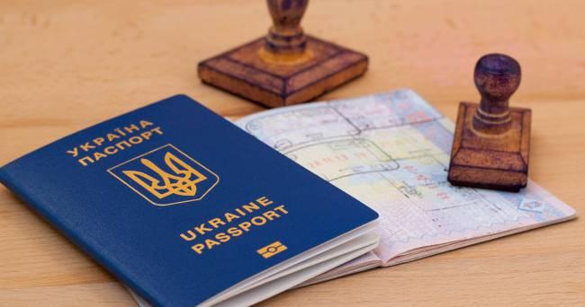 У Зеленского принялись рассказывать, что ЕС не может отобрать безвиз в Украины