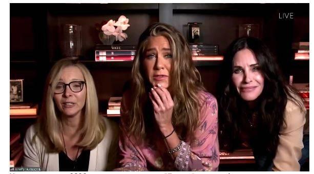 «Да, мы живем вместе»: во время прямого эфира Дженнифер Энистон удивила гостями в собственном доме