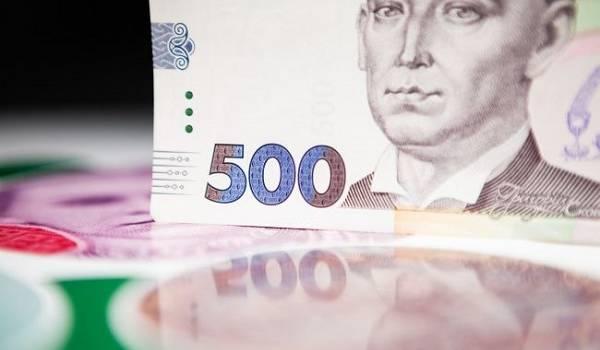 Аналитик: из-за роста заболеваний COVID-19 в Украине замедлится рост зарплат