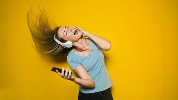 5 исторических фактов про наушники: как появился портативный звук