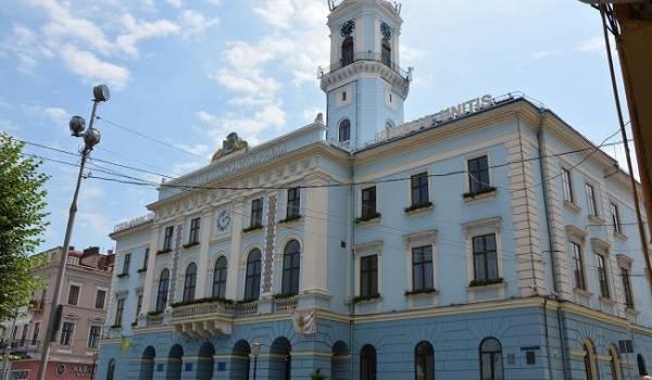 Черновцы решительно выступили против власти: горсовет подает в суд на Кабмин из-за «красной зоны»