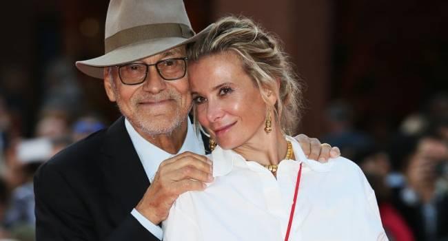 «Какие же вы красивые!!! Не насмотреться»: Юлия Высоцкая показала фото со свидания с мужем, позируя без белья