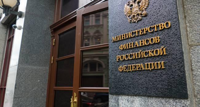 Минфину РФ нужно до конца года занять 3 триллиона рублей, или придется резать бюджетные расходы - СМИ