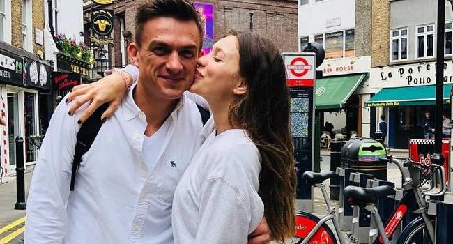 «На вас смотреть одно удовольствие, только положительные эмоции вызываете»: Регина Тодоренко умилила сеть новым фото с мужем