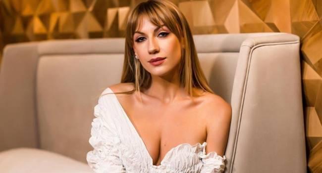 «А что с грудью?» Леся Никитюк озадачила сеть, позируя в бюстгальтере не по размеру