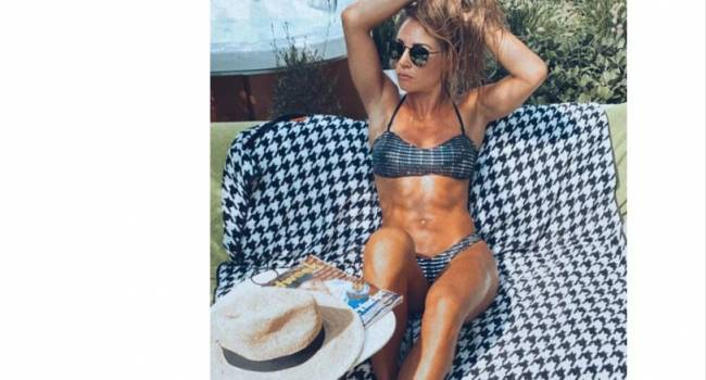 Самая красивая биатлонистка планеты порадовала фанатов новыми снимками в купальнике