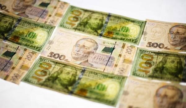 Нацбанк впервые с начала сентября на 1 копейку снизил курс доллара