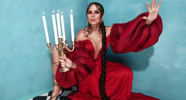 Настя Каменских представила новый испаноязычный альбом «Ecléctica»