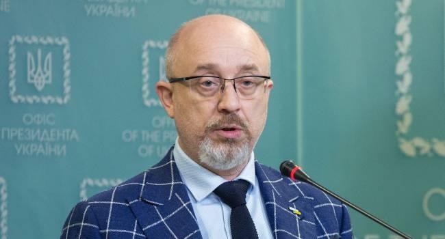 Резников заверил, что Украина не будет менять Конституцию ради предоставления Донбассу особого статуса