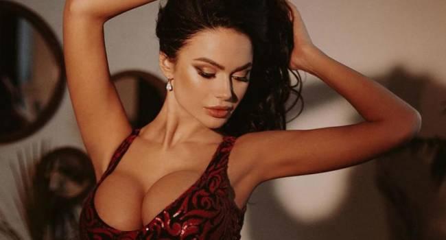 «Ох, какая сочная. Просто секси»: российская знаменитость поделилась пикантным фото, на котором засветила пышную грудь