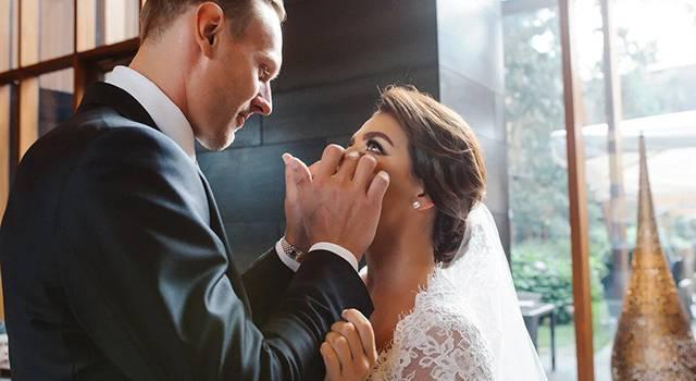 «Я больше не невеста. Мы вообще никому не хотели рассказывать»: Анна Седокова тайно вышла замуж