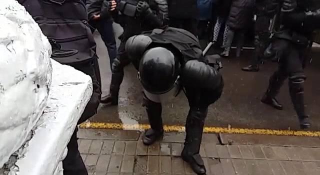 «Вой и крики. Дубасили женщин»: ОМОН в Минске силой разогнал протестующих