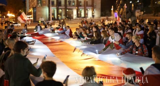 Украинцы вышли на Майдан, чтобы поддержать активистов Беларуси