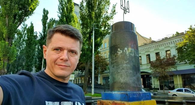 «Это уродство оставили на 6 лет»: общественник показал, что осталось на месте памятника Ленину в центре Киева