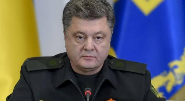 «Они даже не стесняются»: Порошенко прокомментировал решение Минобороны штрафовать ВСУ за огонь по боевикам