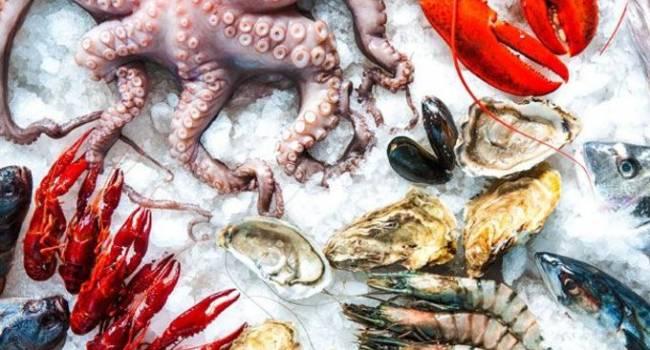 Россия рассылает по миру зараженные коронавирусом морепродукты - власти Китая