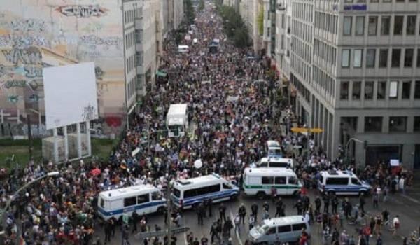 Жители Испании и Германии вышли на акцию против карантина