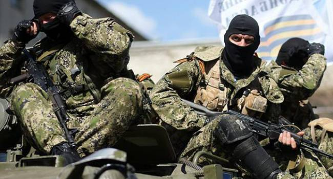 «Никого не боятся и не прячутся»: Боевики начали активно рыть окопы на Донбассе перед позициями ВСУ