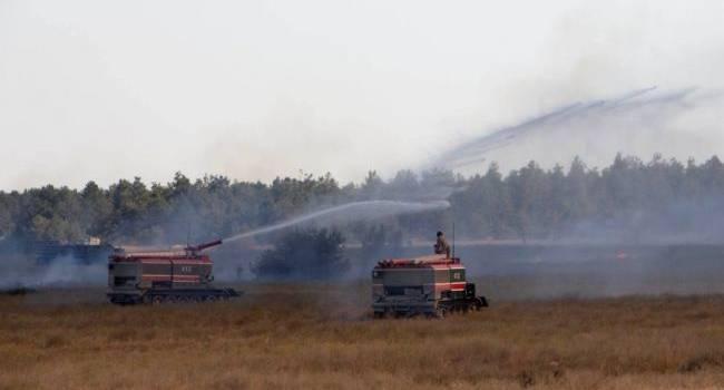 «Горит 10 гектаров территории»: Во время проведения стрельб на военном полигоне в Украине начался масштабный пожар