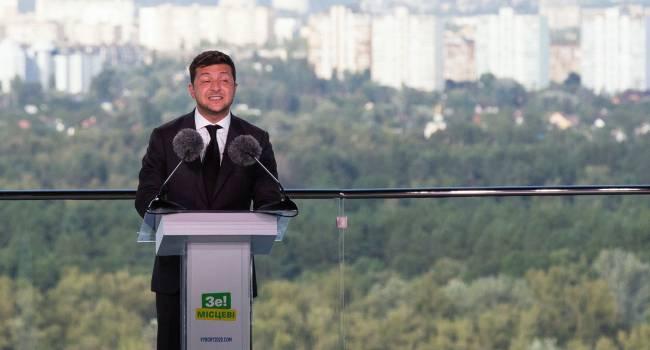 Нардеп: Зеленский - это первый и единственный президент Украины, не выступающий под государственной символикой