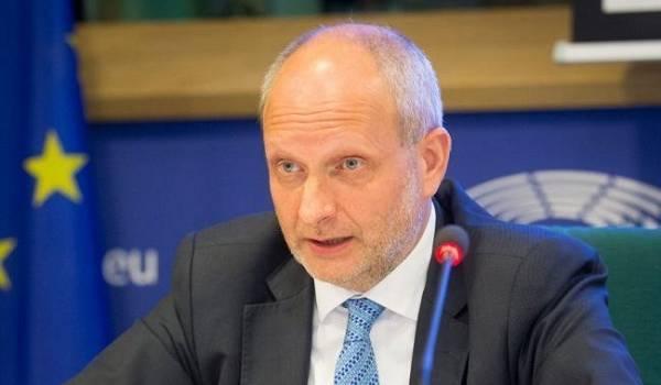 Посол ЕС в Украине считает, что Зеленский искренне хочет достичь мира на Донбассе