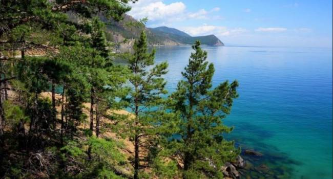 Достиг критической отметки: в России бьют тревогу из-за уровня воды в озере Байкал