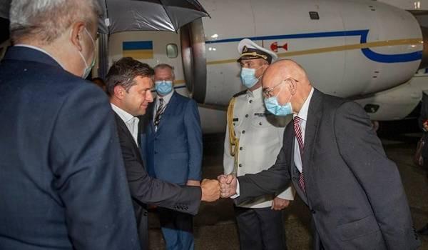 Президент Зеленский в аэропорту Братиславы был единственным без маски