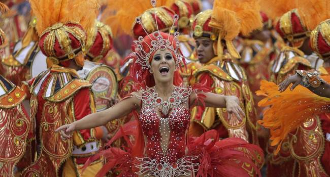 Впервые за всю историю: в Рио-де-Жанейро отменили традиционный карнавал