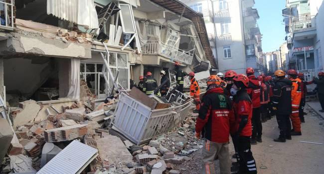 Турцию всколыхнуло из-за мощного подводного землетрясения — землетрясение в Турции, Стамбул, 24 сентября