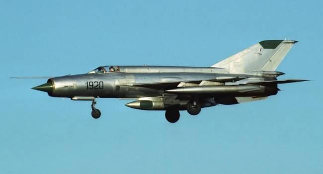 Истребитель «МиГ-21» упал во дворе жилого дома, есть погибшие и пострадавшие