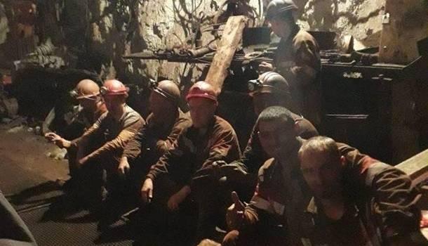 60 шахтеров в Кривом Роге продолжают протестовать