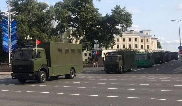 Протесты в Минске: центр города оцеплен силовиками, начались массовые задержания