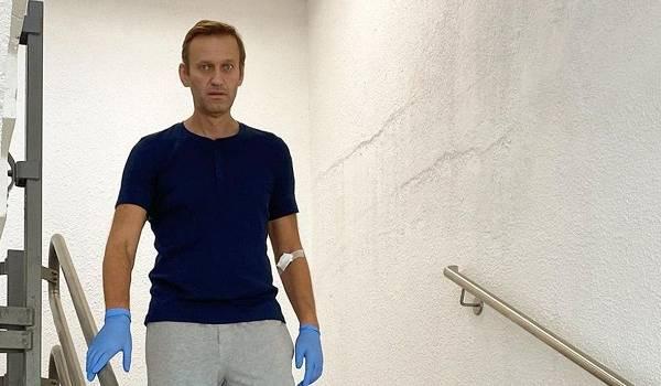 Меркель тайно посетила Навального после отравления – СМИ