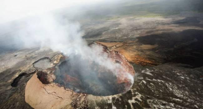 «Это одно из самых горячих озер в мире»: на гавайском вулкане образовался смертельно опасный водоём