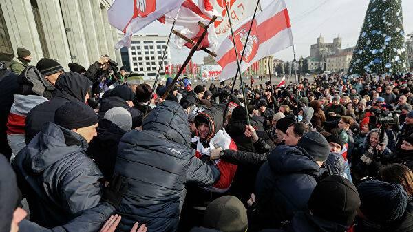 У нас есть табельное оружие, и мы готовы его применить против протестующих – начальник милиции Минска